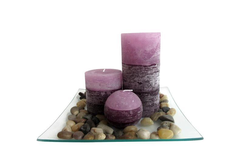 Dárkový set 3 svíček s vůní levandule na skleněném podnosu s kameny