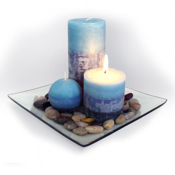Dárkový set 3 svíčky ,vůně borůvka, na skleněném podnosu s kameny.