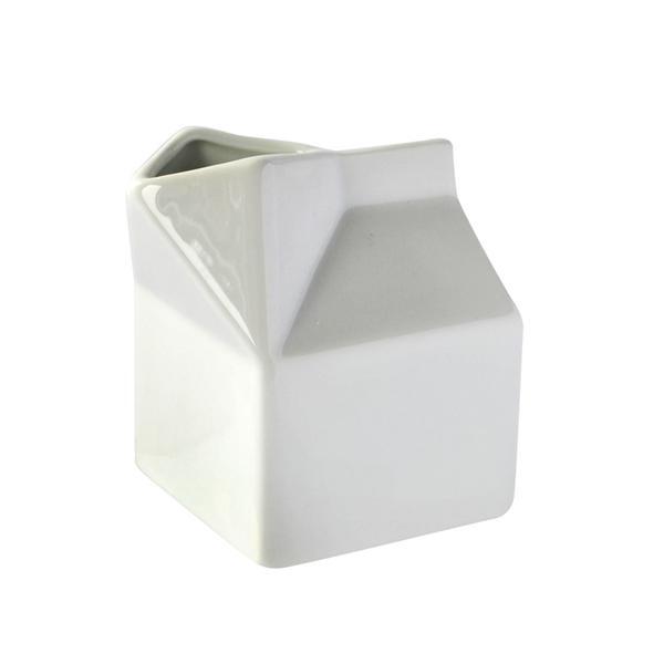 Mlékovka ve tvaru krabice, porcelán